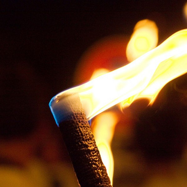 Cortège aux lumières et brûlage